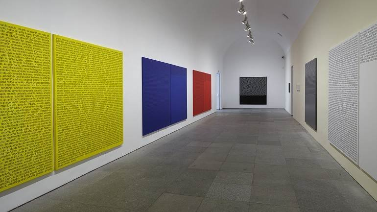 Exhibition view. Ignasi Aballí. Without Beginning / Without End, 2015