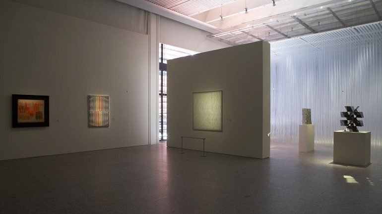 Vista de sala de la exposición. Lo[S] Cinético[S], 2007