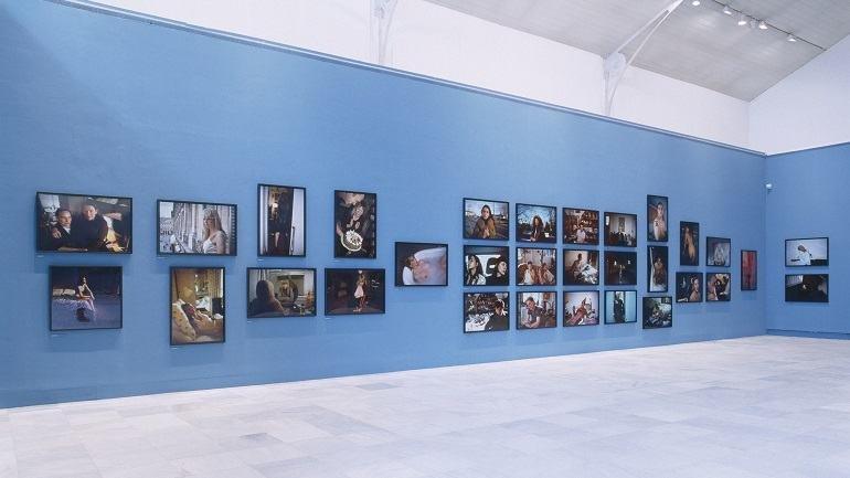 Vista de sala de la exposición. Nan Goldin. El patio del diablo, 2002