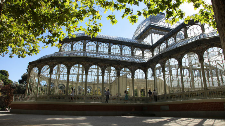 Roman Ondák.Escena, Palacio de Cristal, Madrid, 2013
