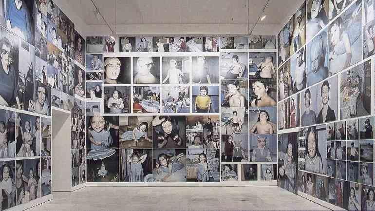 Exhibition view. Enrique Marty. La Familia, 2000. MUSAC Collection. Museo de Arte Contemporáneo de Castilla y León