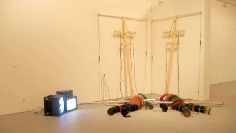 Dennis Oppenheim. Circle Puppets, 1994. Installation. Museo Nacional Centro de Arte Reina Sofía Collection, Madrid