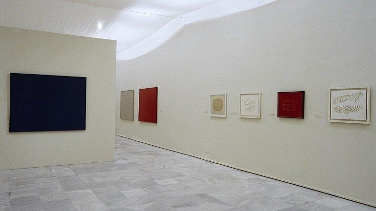 Exhibition view. Gerardo Rueda. Retrospective, 1941-1996, 2001