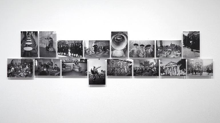 Fotografías de Santos Yubero. Vista de sala de la exposición Campo Cerrado. Arte y poder en la posguerra española. 1939-1953