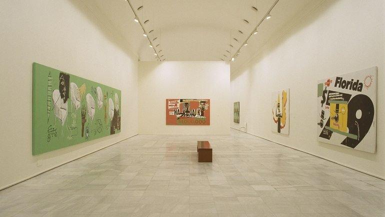 Exhibition view. Warhol-Basquiat-Clemente. Obras en colaboración, 2002