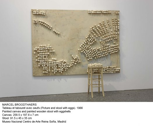 Marcel Broodthaers. Tableau et tabouret avec oeufs (Picture and stool with eggs). 1966
