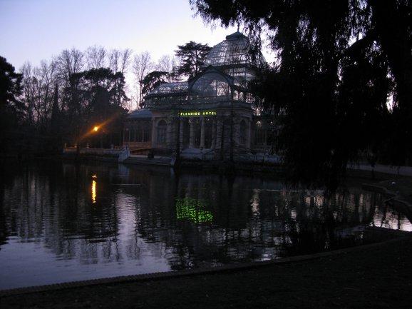 Dominique Gonzalez-Foerster. SPLENDIDE HOTEL. Palacio de Cristal, Parque del Retiro. Photographic Archive of Museo Nacional Centro de Arte Reina Sofía, 2014.