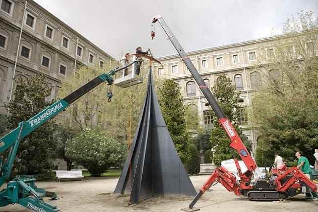 Desmontaje de la escultura Carmen