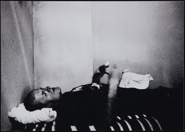 Quico Rivas durante la huelga de hambre en apoyo de los trabajadores de la empresa de basuras de Tomares, Sevilla (2003). Archivo Quico Rivas. Centro de Documentación